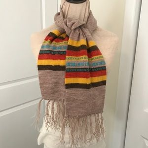 Vintage 70s winter scarf with fringe